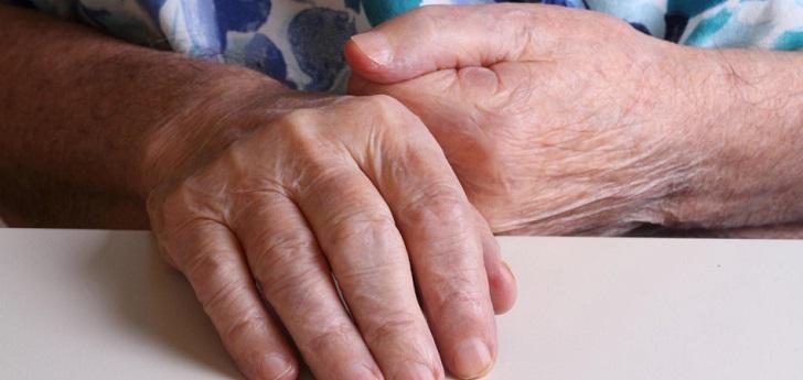 Madrid prorroga el servicio de ayuda a domicilio a personas dependientes por 5,3 millones