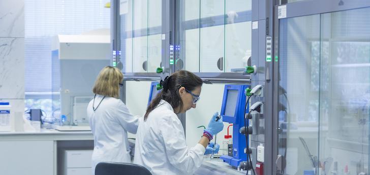 El 'escáner' de la semana: De la última apuesta de Almirall contra la psoriasis a luz verde para el control de las clínicas Dentix por parte de Advent
